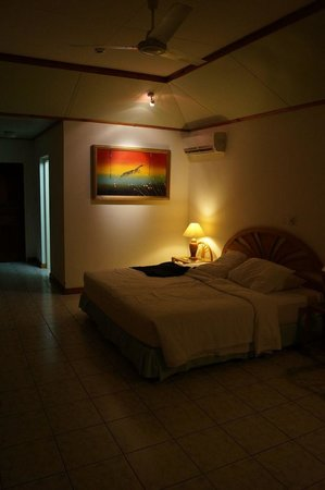 Sun Island Resort: Bungalow inside