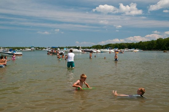 Kelleys Island State Park : Popular Swimming and Boating Destination