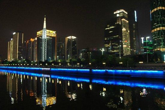Zhujiang New Town : Набережная