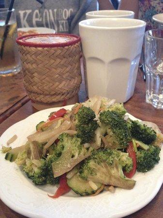 Madame Shawn Bistrot Thai: Accompagnements : Légumes sautés, riz et boisson