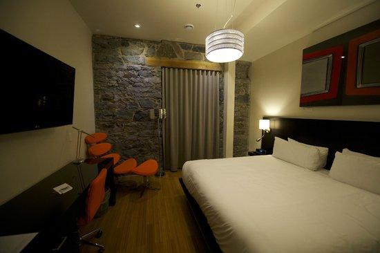 Le Petit Hotel: Medium Room