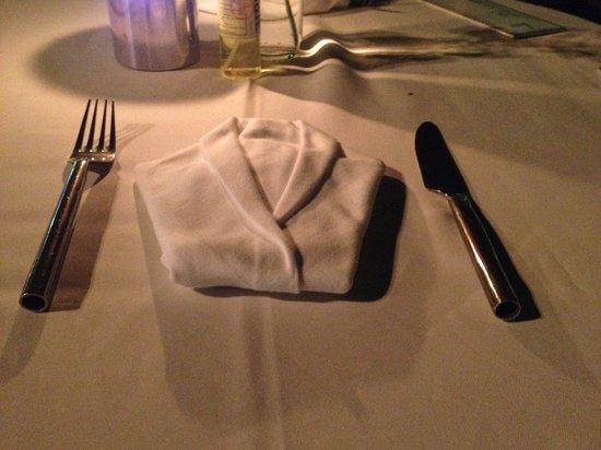 Taste Bar & Grill: Салфетка в виде фрака