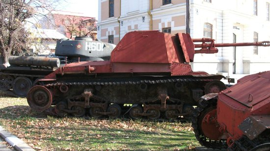 National Military Museum Bucharest : Tanks on display at the rear.