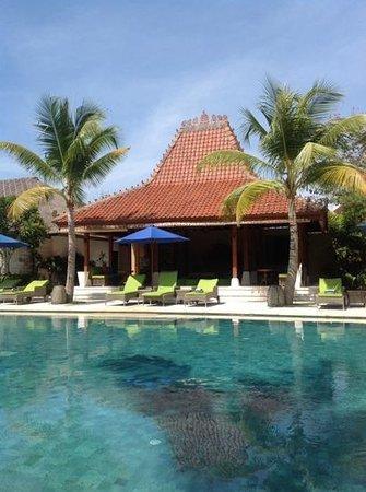 Sudamala Suites & Villas: view at the pool