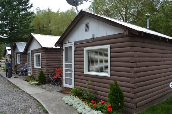 The Inn on the Gallatin: Cozy Cabins