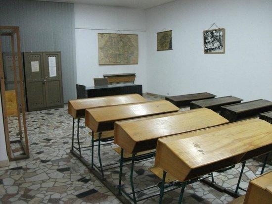 Peasant Museum (Muzeul Taranului Roman): Old classroom display