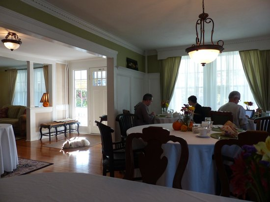 The Victoria Inn: Breakfast room