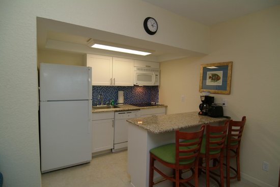 Mariner Beach Club: Kitchen