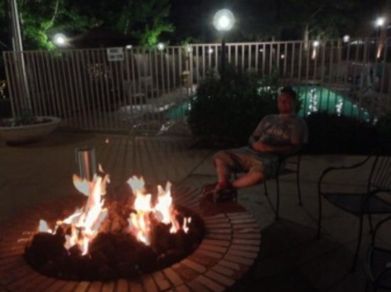Best Western Plus Inn Of Williams: Fire pit and pool