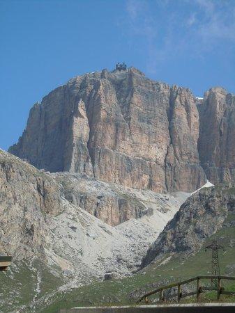 Italian Alps, Italien: Il Sass Pordoi della funivia