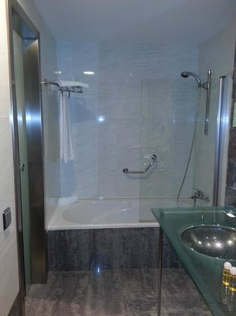 Geranios Suites & Spa: Bathroom