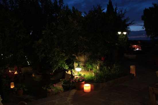 Assos Nar Konak: Dinner in the garden