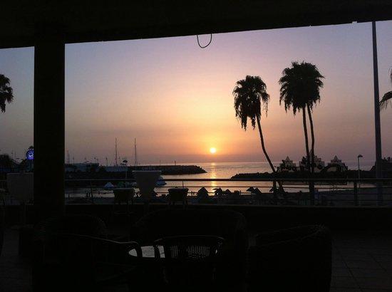 Terrace Bar Puerto Colon: Вид из бара на закат