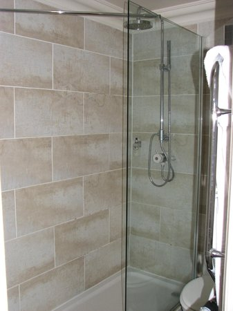 The Berkeley Square Hotel: large shower