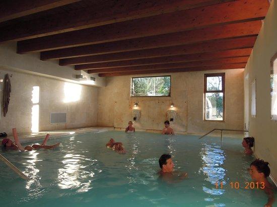 San Giovanni Terme Rapolano: la piscina interna comunicante con quella esterna
