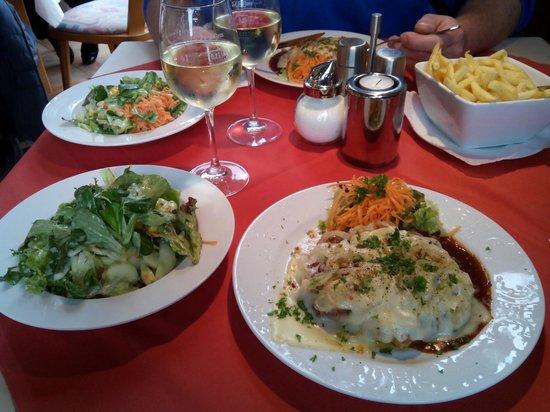 Hotel Keutmann Restaurant: Winzerschnitzel mit Beilagen