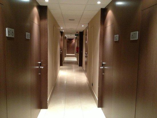 Hotel 4 Barcelona: Коридор