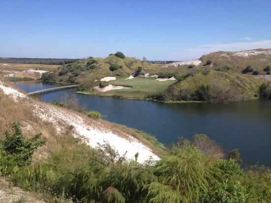 Streamsong Golf Clubhouse: Signature Hole #7 Blue