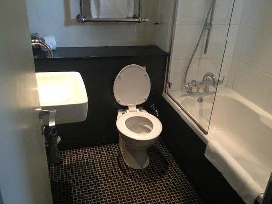 Denham Grove: Bathroom