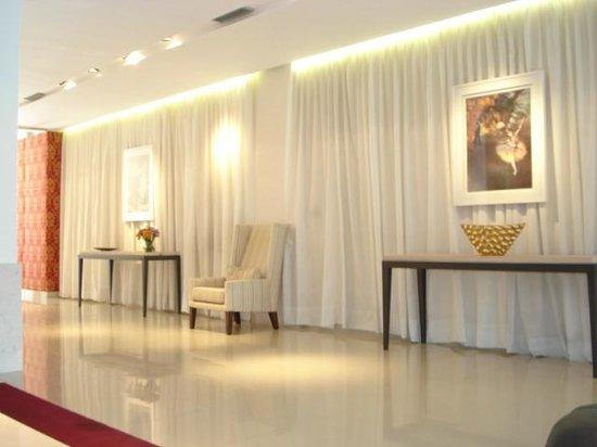 Amerian Carlos Paz Apart & Suites: SALA DE ESTAR Y RECEPCION