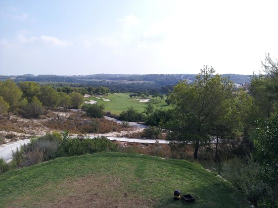 Las Colinas Golf & Country Club: Elevated tee on par 4