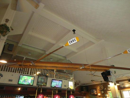 McCulloch Station Pub: Decor