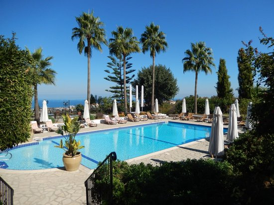 Hotel Bellapais Gardens: The swimming pool