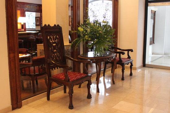 Hotel Club Frances: Front Desk