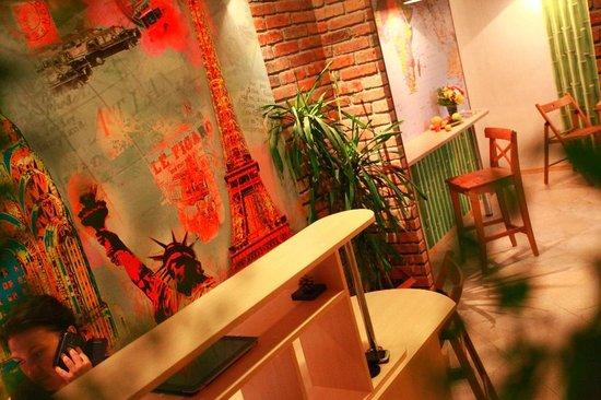 Zhit Horosho Hostel/ Good Life Hostel : ресепшн