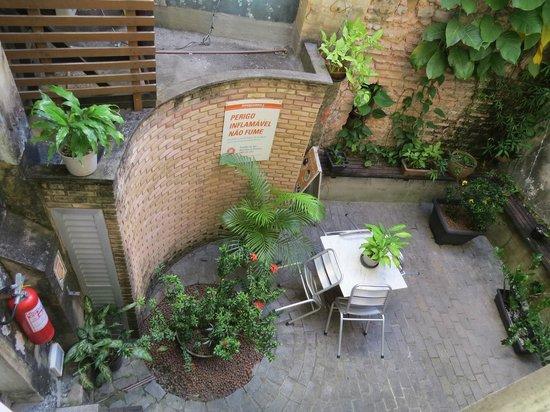 Laranjeiras Hostel: vista da janela do apto