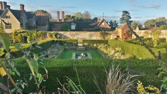 Packwood House: The Italian Sunken Garden at Packwood