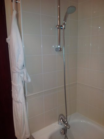 Hôtel Concorde Montparnasse: baño
