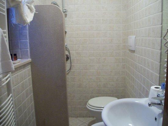 Trulli e Puglia  B&B: Bath with shower