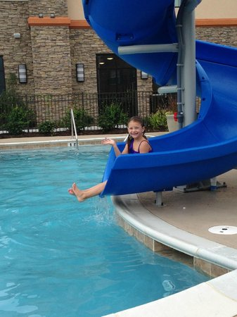 Hampton Inn Chattanooga West/Lookout Mountain : Outdoor waterslide!