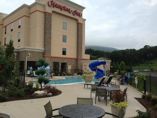 Hampton Inn Chattanooga West/Lookout Mountain: Outdoor pool view