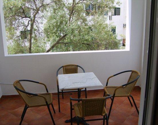 Lyon Apartments: balcony