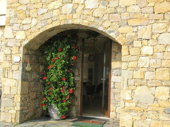 Arianna Hill House: Entrée salle petit-déjeuner