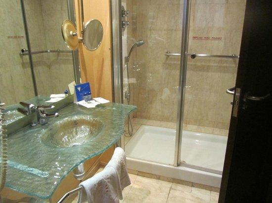 Hotel Gran Via: Baño