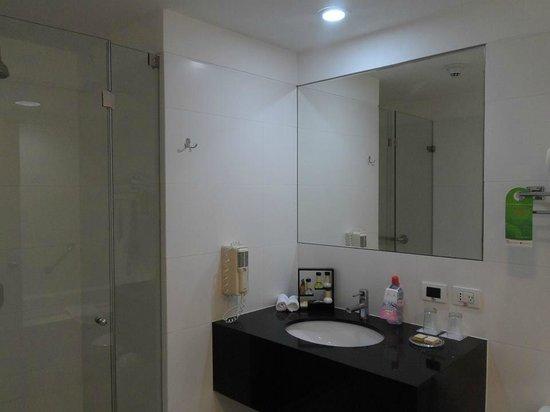 Wyndham Costa Del Sol Lima Airport: banheiro