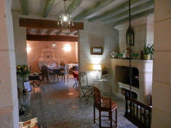Demeure de la Vignole : L'accueil et la salle pour le petit déjeuner au fond