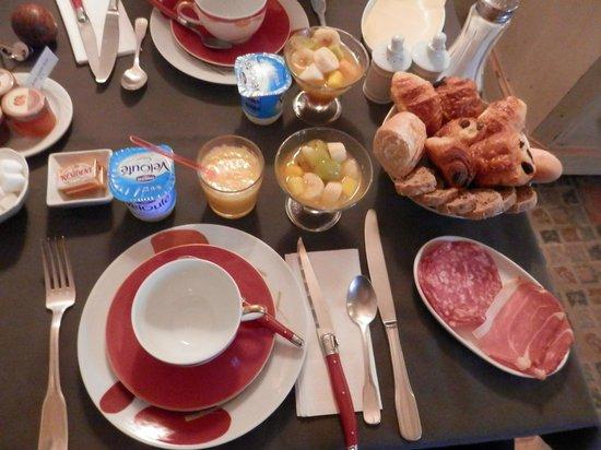 Demeure de la Vignole : Le petit déjeuner ( bien copieux )