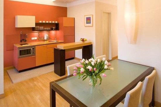 Mamaison Residence Belgicka Prague: Kitchen