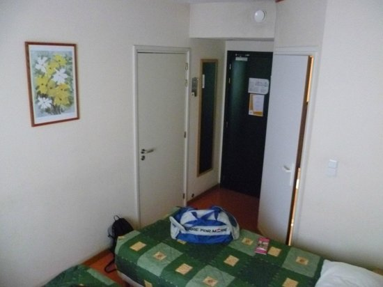 Hotel Premiere Classe Varsovie: Small room, but perfectly adequate