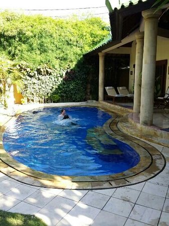 Emerald Villas: Another view of pool