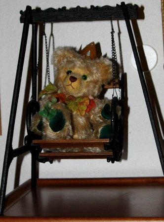 Teddybaerenhotel Peterhof : Schaukelbär/ Dekobeispiel