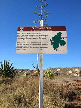 Placa que descreve o Caminho dos Escravos
