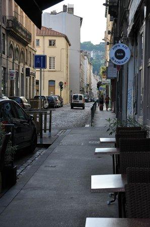 Novotel Lyon Gerland Musée des Confluences : просто улочка