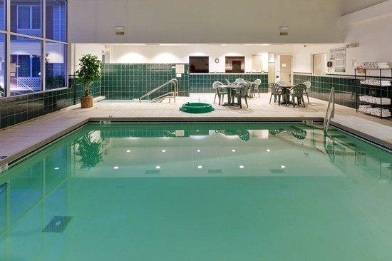 Country Inn & Suites By Carlson, Mount Morris: CountryInn&SuitesMtMorris Pool