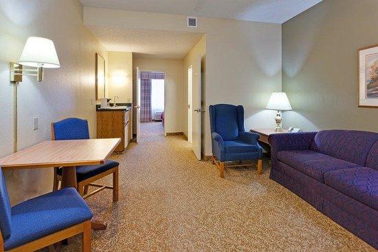 Country Inn & Suites By Carlson, Mount Morris: CountryInn&SuitesMtMorris Suite