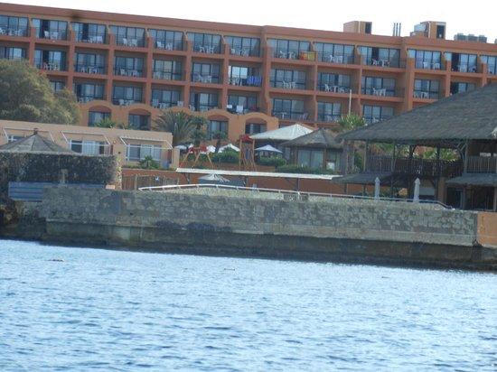 Ramla Bay Resort : Vue depuis un pédalo!